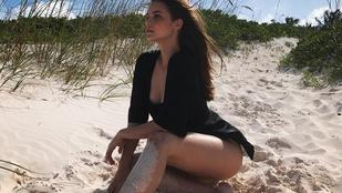 Palvin Barbara egy szexi dámaként strandol