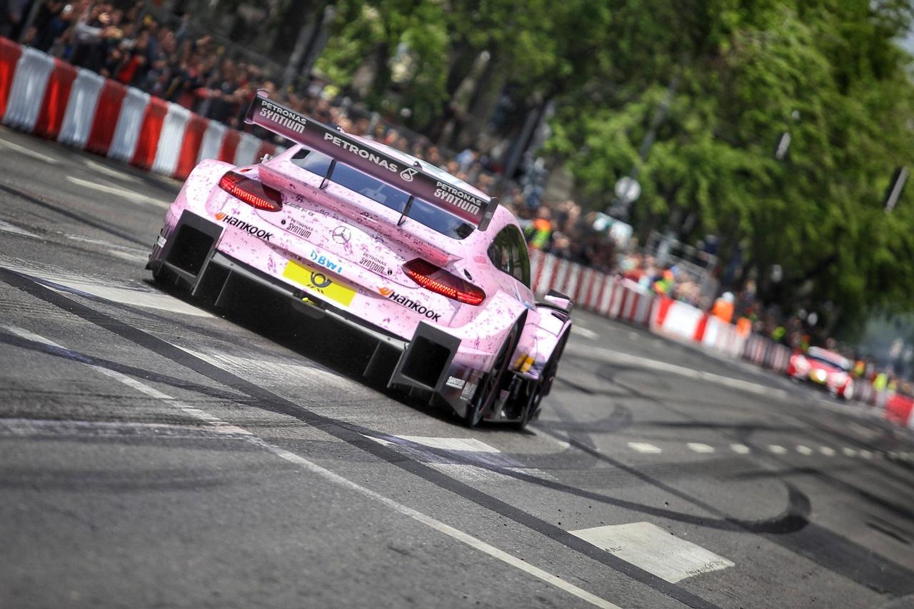 A cuki pink design az idei szezonban nemcsak a Forma-1, hanem a DTM rajongók szemeit is irritálhatja