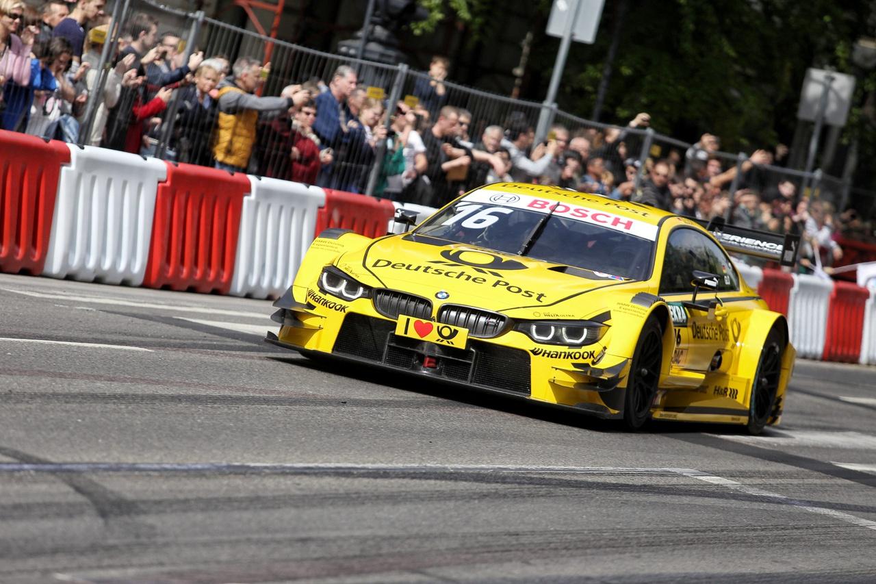 """Timo Glock a sárga """"postakocsiban"""". A hamarosan ismét hazánkba látogató DTM sorozat promóciója keretében ismét a pályán"""