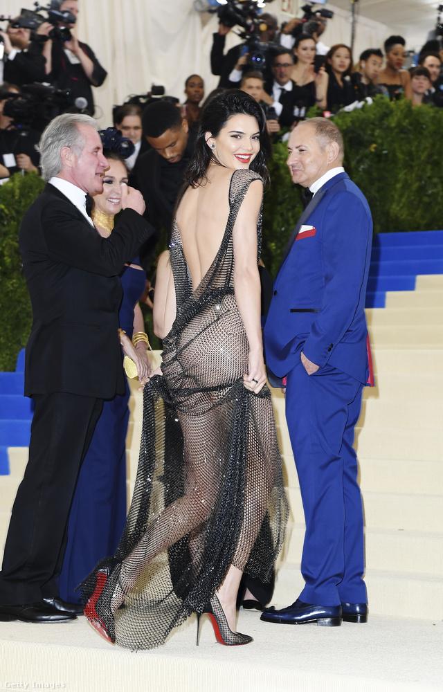 Nézzük meg őket még egyszer, utána pedig önöké a döntés: ki volt a legszexibb hármuk közül?Kendall Jenner?