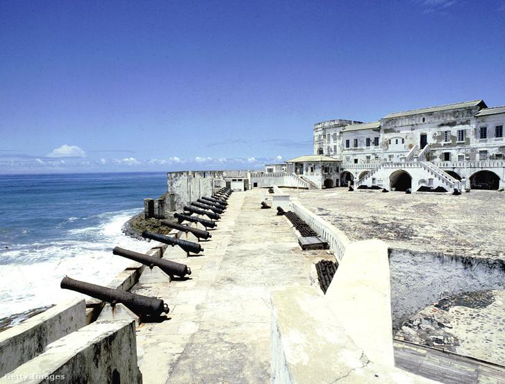 Egy angol erőd a ghánai tengerparton, ami az emberkereskedelem egyik központja volt