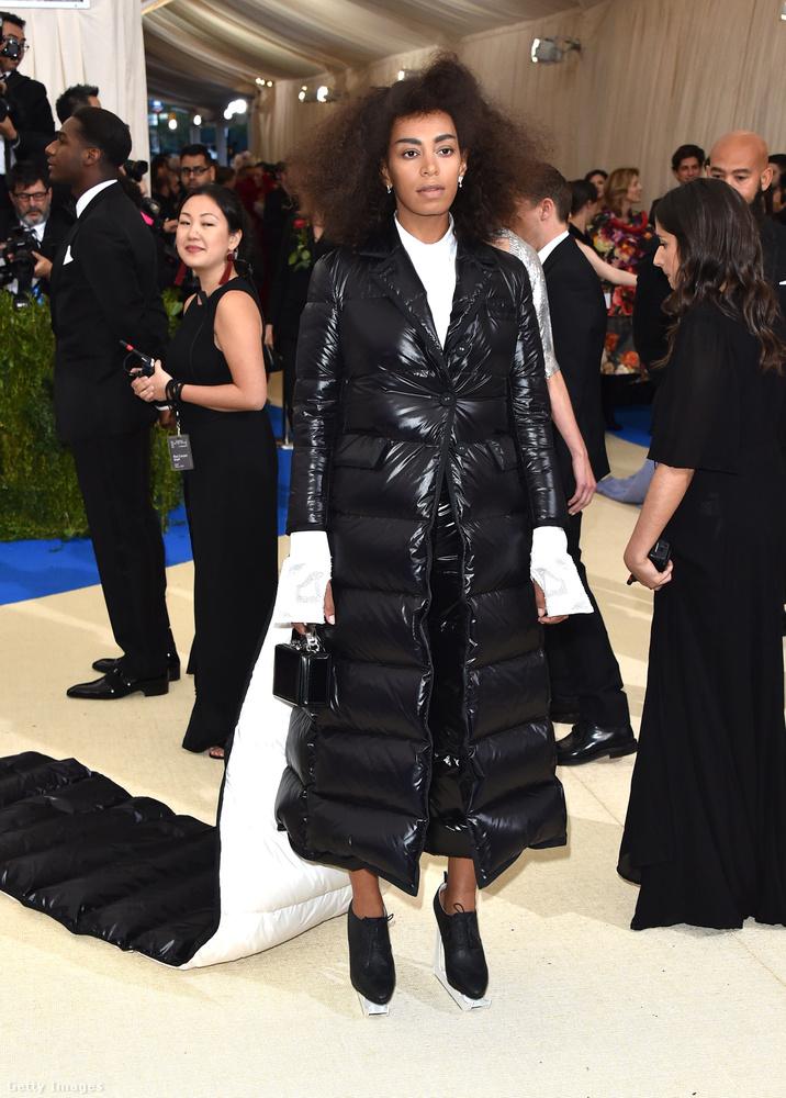 Solange Knowles a téli pufidzsekijét bővíttette ki erre az eseményre
