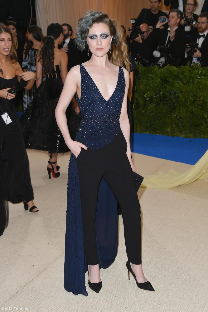 Evan Rachel Woodot önmagában a ruhája alapján nem vettük volna bele ebbe a válogatásba, mert se nem elég rossz, se nem elég extrém