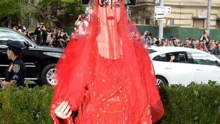 Katy Perry MET-gálás ruháját szétmémelik a twitteren