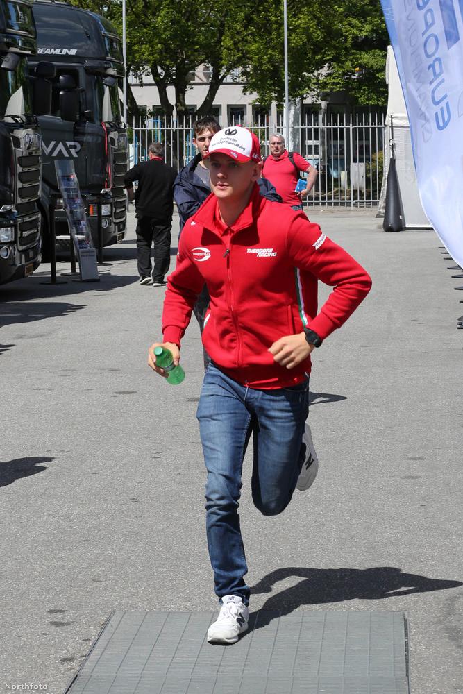 Mick Schumacher fia elég jó úton halad, hogy apja nyomdokaiba lépjen.