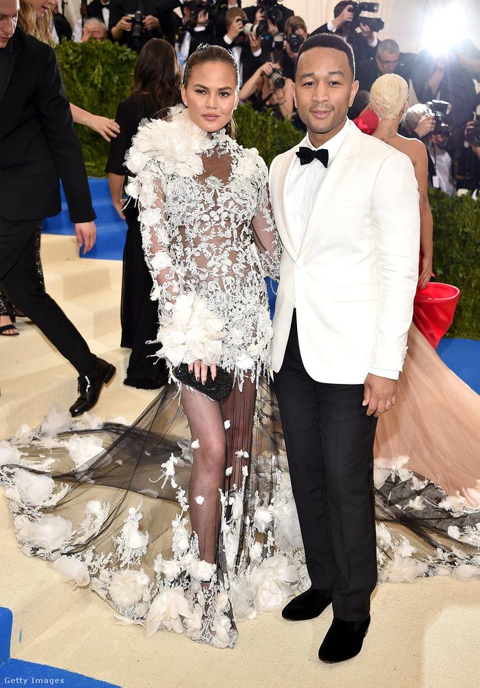 És végül az utóbbi idők egyik legmenőbb sztárpárja: John Legend és Chrissy Teigen