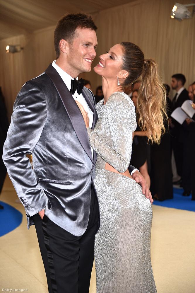 A brazil szupermodell 2006 decemberében találkozott az amerikai futball sztárjával, 2009-ben házasodtak össze, két gyerekük van.