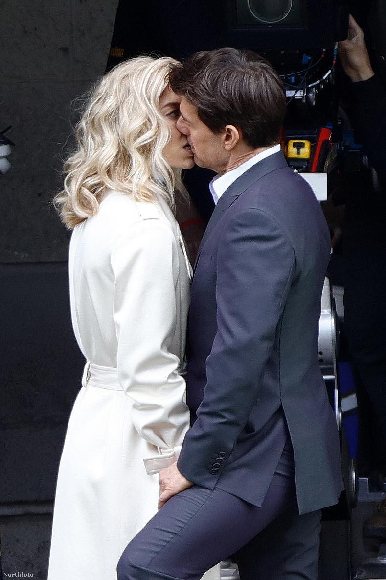 A friss csókolózos képek is a munka egyik szünetében készültek róluk.