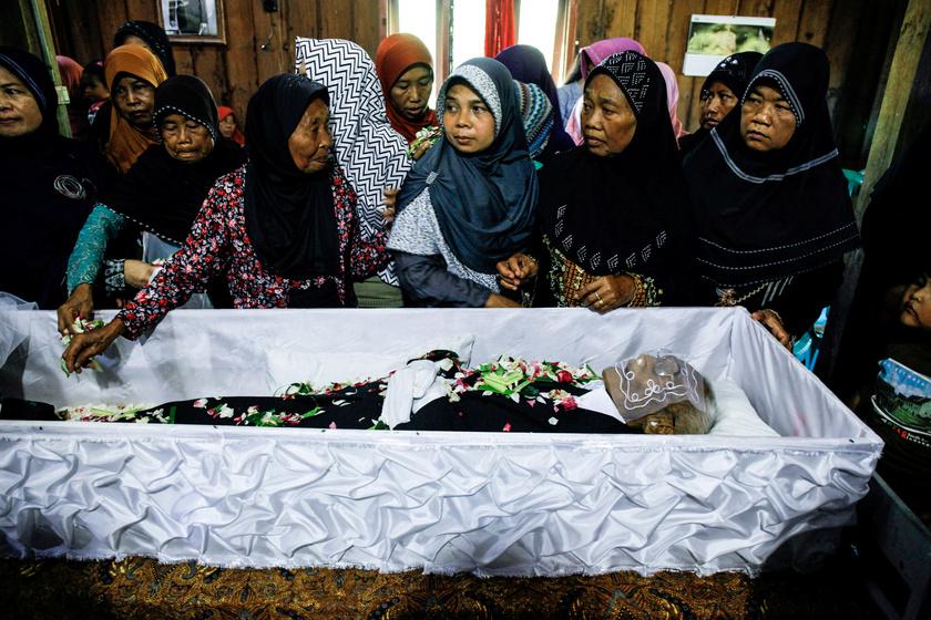 Sodimedjót születési helyén, a Jáva szigetének középső részén fekvő Sragenben temették el 2017. május 1-jén.