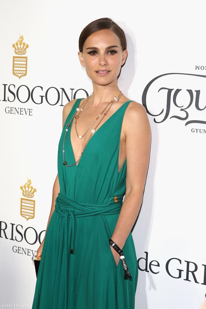 öltözteti Natalie Portmant
