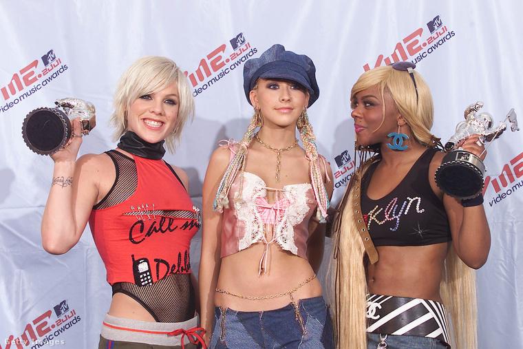 A 2001-es MTV Video Music Awards gáláján Pink, Christina Aguilera és Lil' Kim nagyon egymásra talált