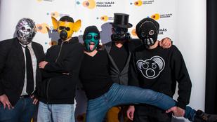 Vágás nélkül, maszkokban: Tha Shudras-klippremier