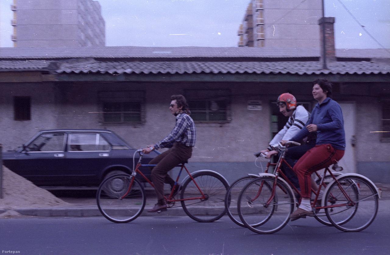 Csepel: bicikli és lakótelep