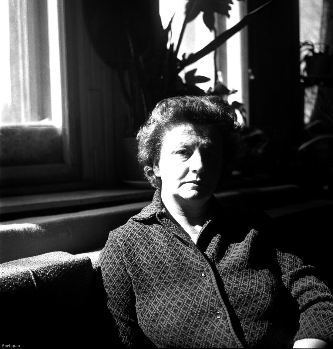 Pollák Erzsébet élete végéig a férjével maradt, és több évtizeden keresztül dolgoztak együtt az üzletben. Az asszony 1981-ben hunyt el, 64 évet élt.