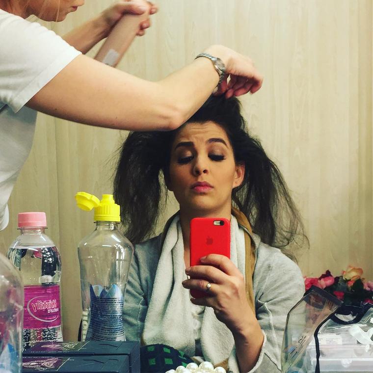 Itt azon gondolkozik, hogy azért elég ütős lenne egyszer ilyen hajjal kiállni a kamerák elé.