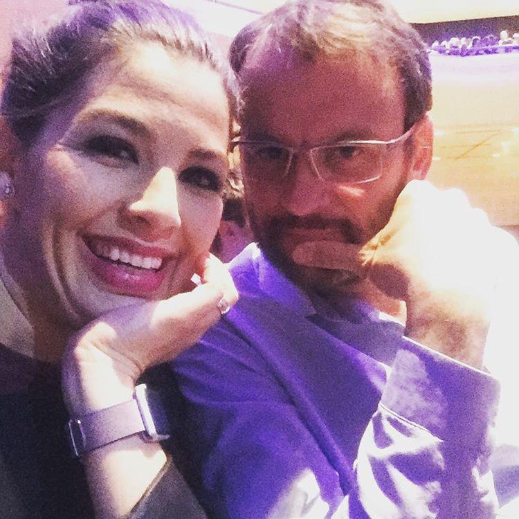 A munka és a gyerekezés mellett arra is van ideje, hogy férjével, Nánási Pállal eljárjo felnőttes programokra