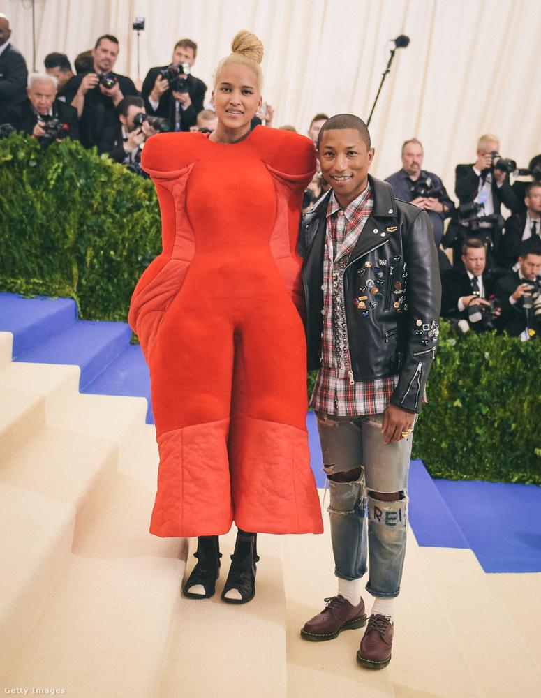 Pharrellék öltözetét már kiemeltük a legfurább ruhákat listázó összeállításunkban, egyvalamiről viszont nem esett szó: