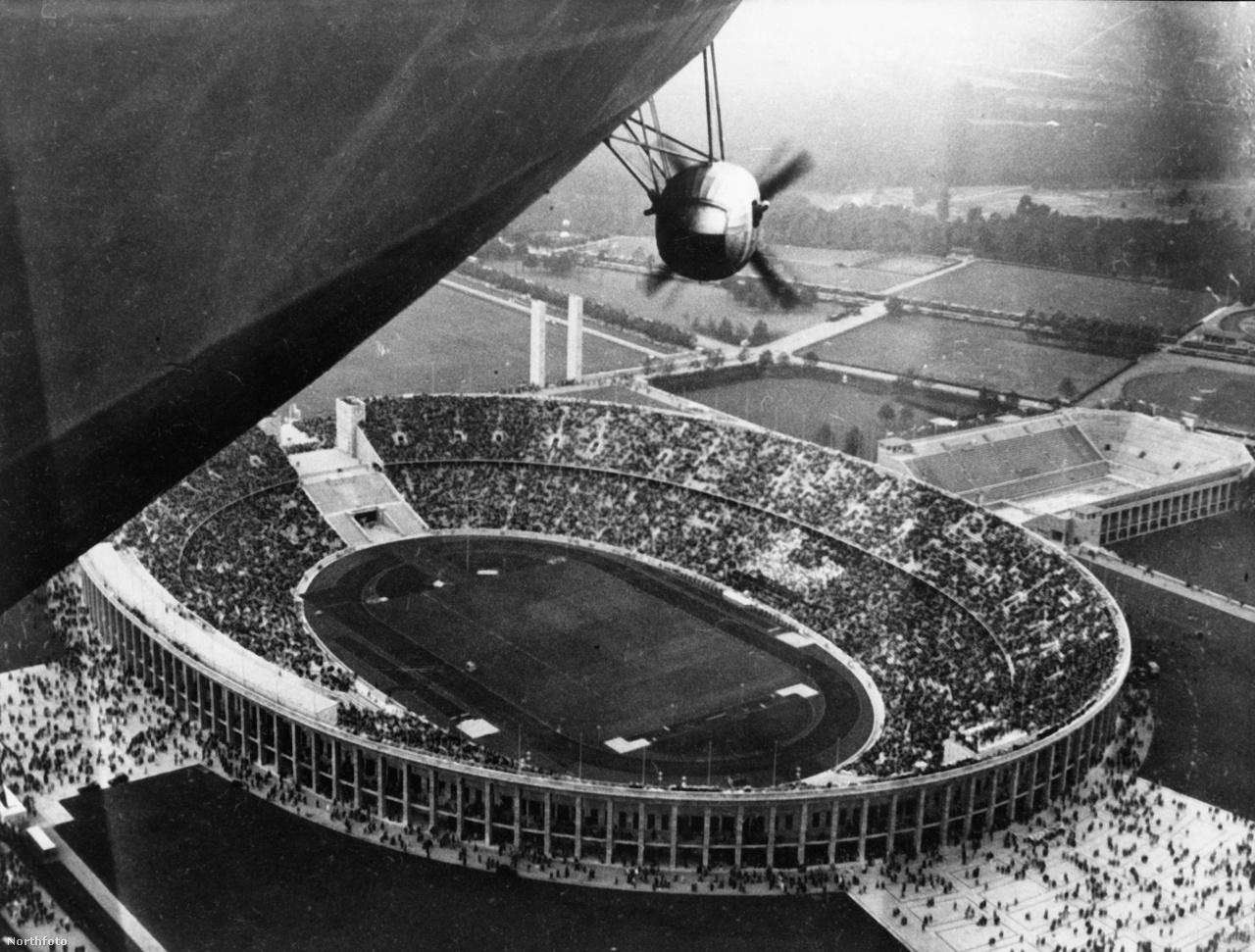 1936. május 12: a berlini olimpiai stadion Hindenburgról nézve. A versenyek alatt többször is készültek légi felvételek és fotók a léghajóról.