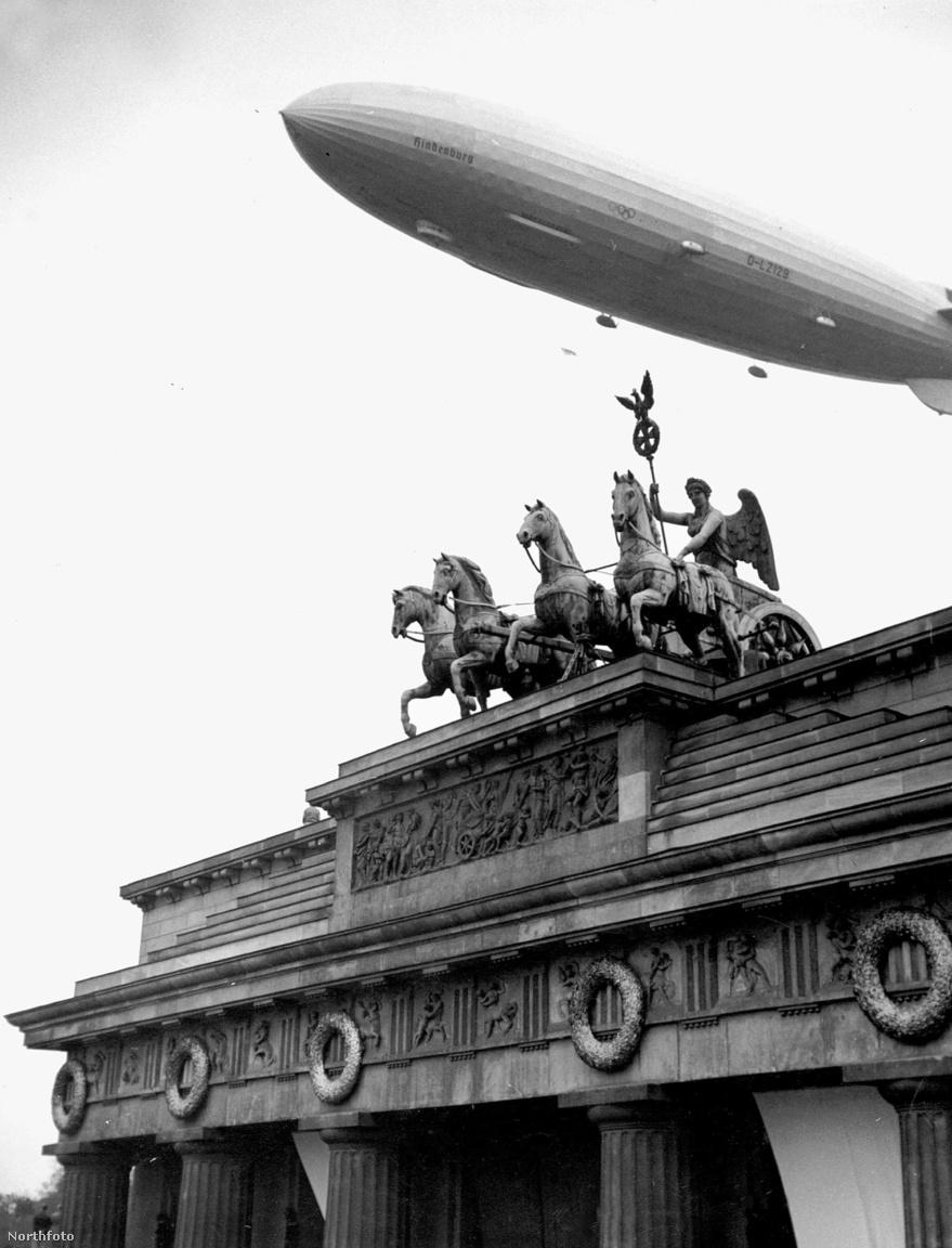 Berlini bemutató repülés az olimpiai játékok idején.