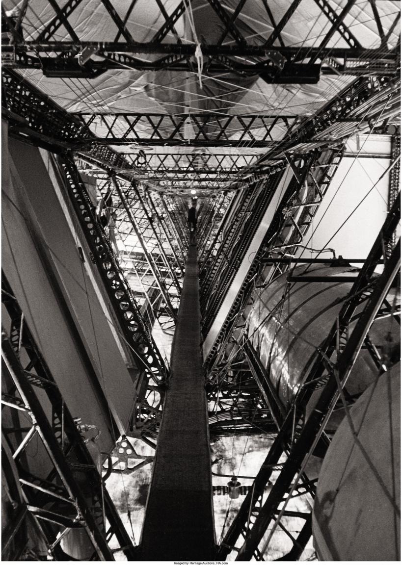 A Hindenburg első nagy útja Löwentalból Dél-Amerikába, Rio De Janeiróba vezetett 1936. március 31 és április 4. között. A száz óráig tartó út során készült egy látványos, mégis  meglehetősen ritkán látott, a léghajó műszaki megoldásait bemutató fotósorozat is, íme.