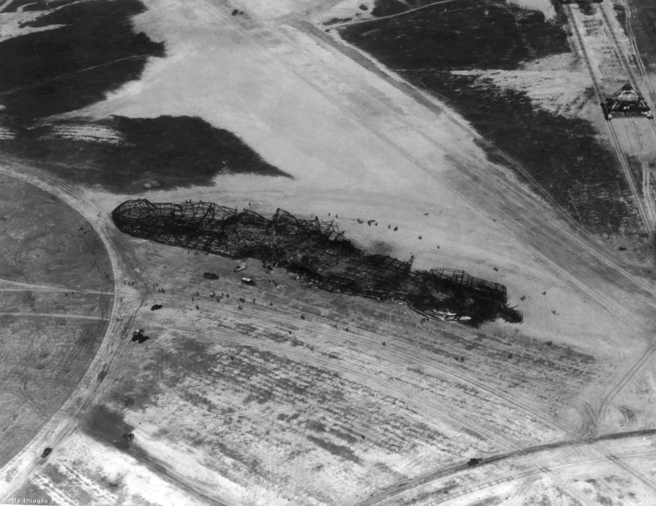A Hindenburg kiégett maradványai.