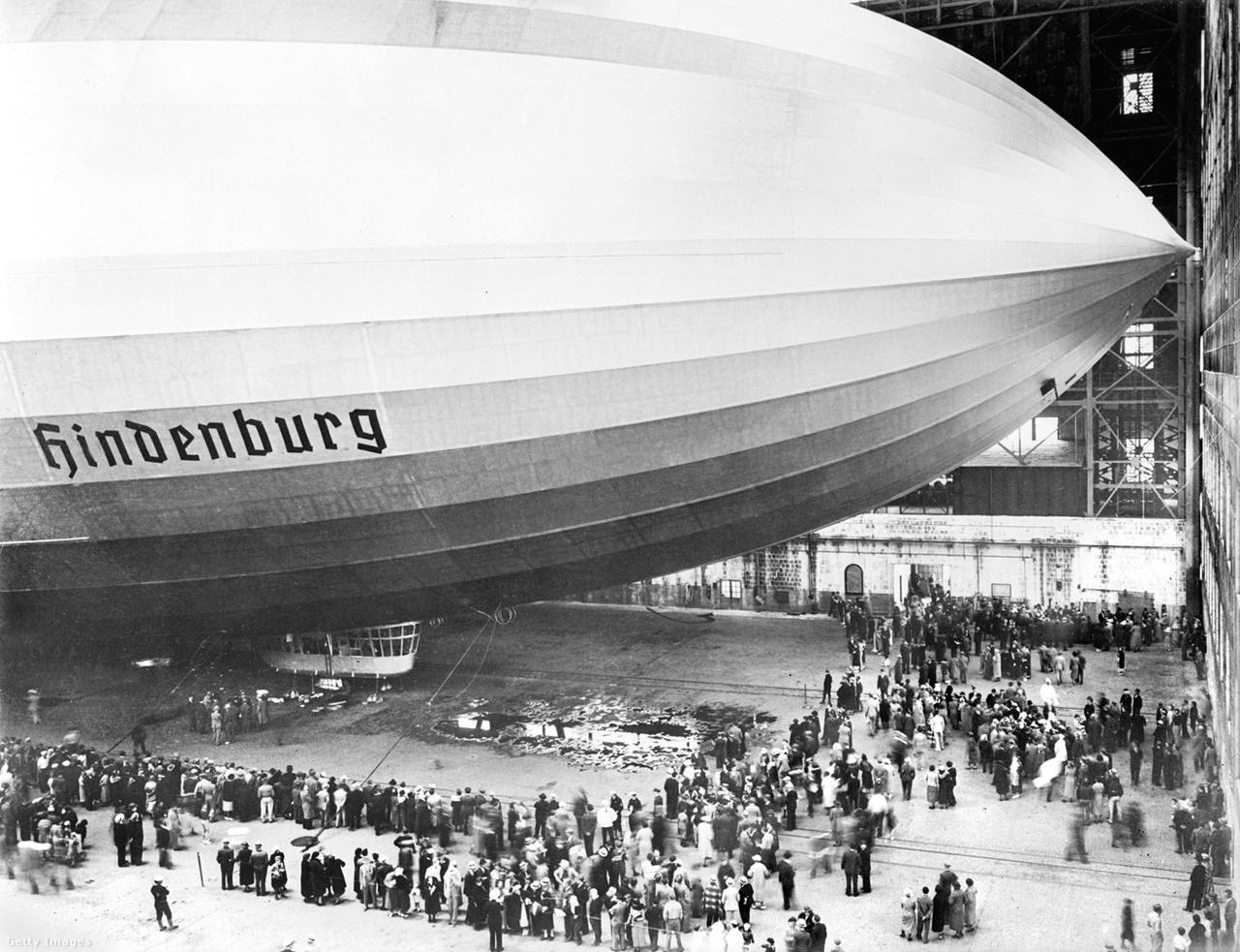 1936. május 10. Tömegek zarándokoltak a lakehursti hangárba, hogy megcsodálják a náci Németország büszkeségét.