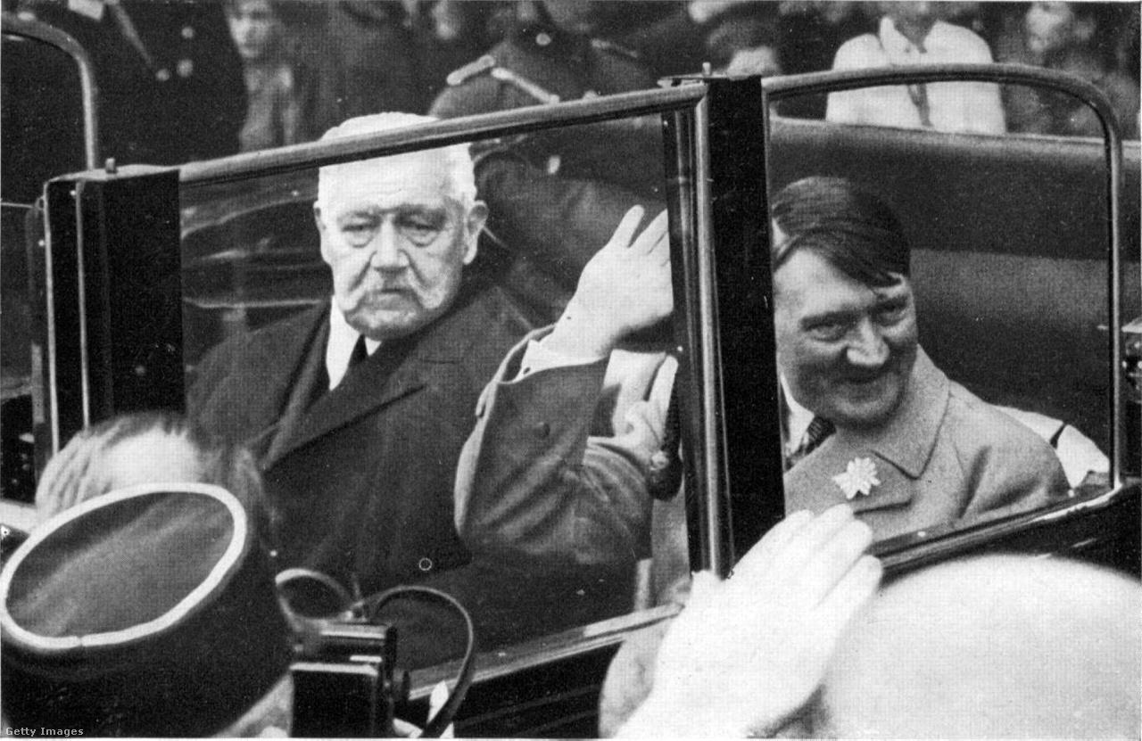 1933. május 1: Paul von Hindenburg, Németország elnöke, a léghajó névadója, Adolf Hitler kancellárral kocsikázik a munka ünnepén.