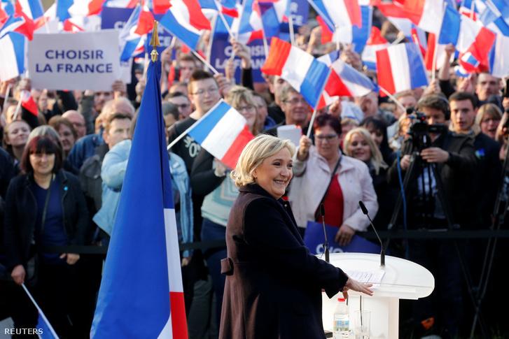 Marine Le Pen beszédet tart 2017. május 4-én Ennemainban