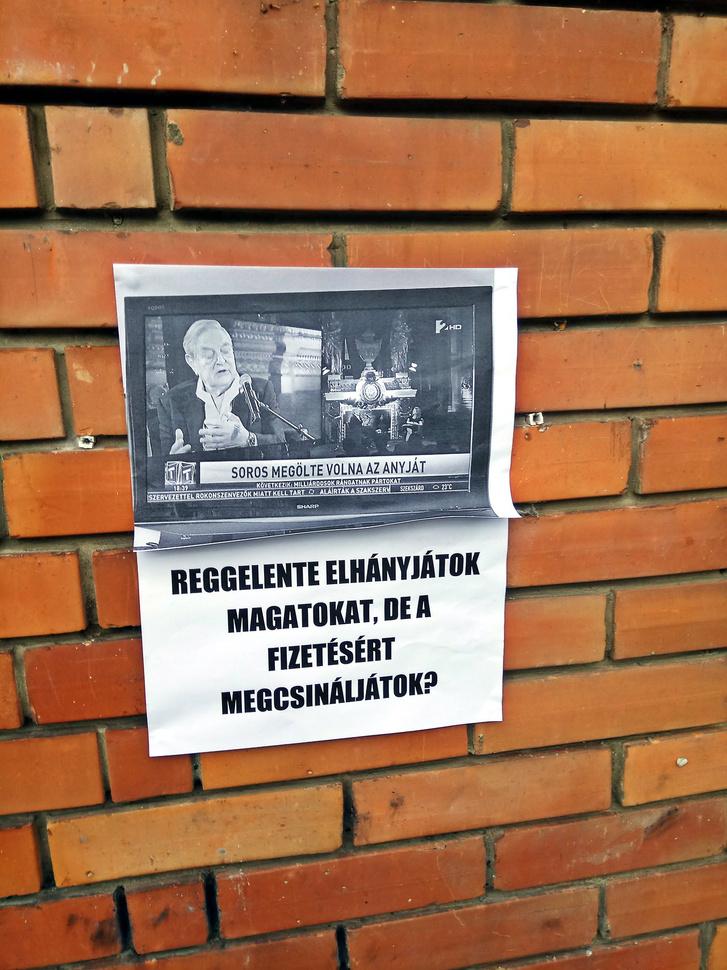 Üzenet a TV2 székház falán