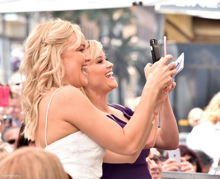 Az eseményen egyébként mások mellett Hawn lánya, Kate Hudson és Reese Witherspoon is beszédet mondott