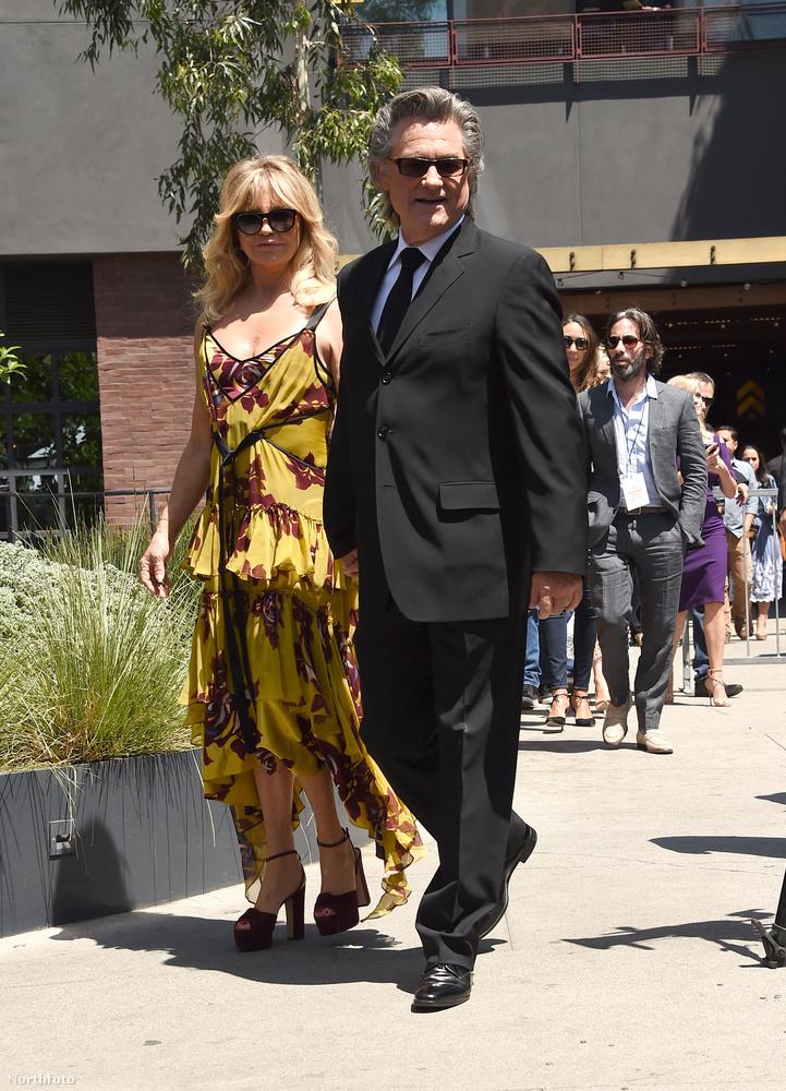 Goldie Hawn és Kurt Russel 1966-ban egy Disney-film forgatásán találkoztak először, de csak 17 évvel később kezdtek el randizni.Ez viszont elég sikeresnek bizonyult, hiszen 34 éve kiválóan megértik egymást.