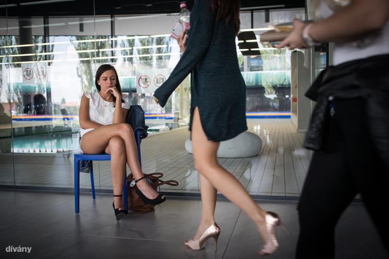 A jelentkező lányok elsősorban nyilvánosságra, közönségre vágynak, olyan eseményekre, amelyek teljesen felforgatnák az életüket