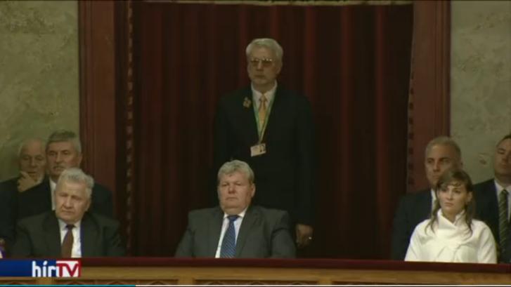 Kocsis István a parlamenti páholyban (bal szélen, félig takarásban)