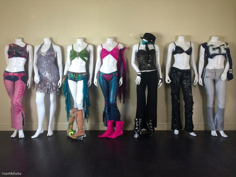 Britney Spears emlékezetes fellépőruháit most meg lehet vásárolni, ugyanis a 35 éves énekesnő ikonikus szettjei közül összesen hetet kínálnak eladásra az eBay-en