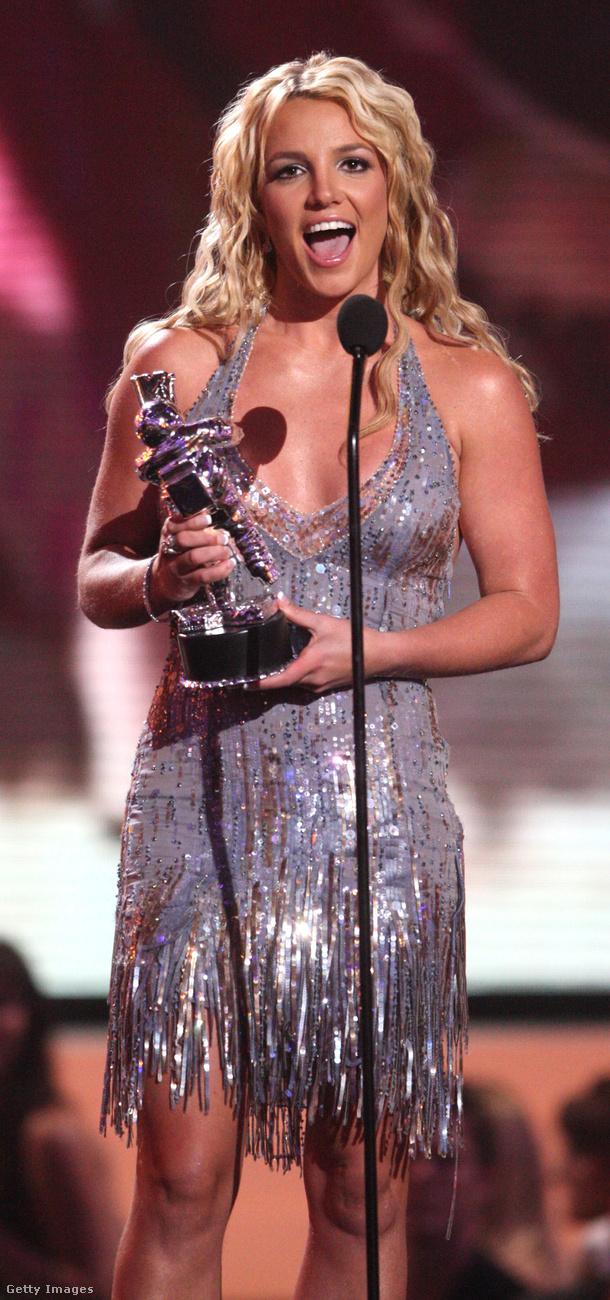 Ezt a sokat megmutató ruhát viselte Britney Spears a 2008-as Video Music Awards gáláján