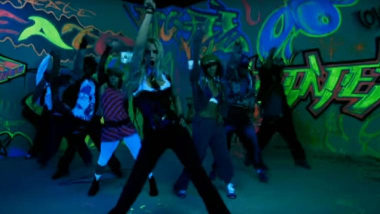 Bizony, ebben a szerelésben volt Britney a Madonnával közös klipben, ami a Me Against The Music c