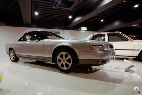Eunos Cosmo, a gigakupé, mint mondjuk a Subaru SVX. Itt nincs összkerékhajtás, ez utazóautó