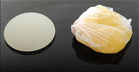 Az eredeti és a kioperált lyukas implantátum