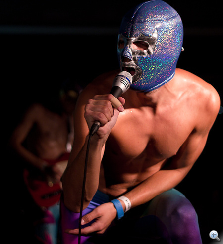 A lucha libre kifejezés egyébként Mexikóból származik, és a pankráció azon formáját jelöli, ahol ilyen maszkban püfölik egymást a versenyzők
