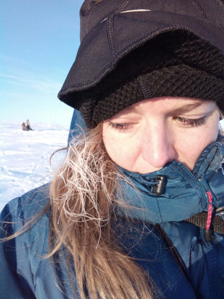 Mínusz 30 Celsius-fokos hidegben gyalogolnak