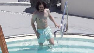 Havas Jonból Napbarnította Jon lett