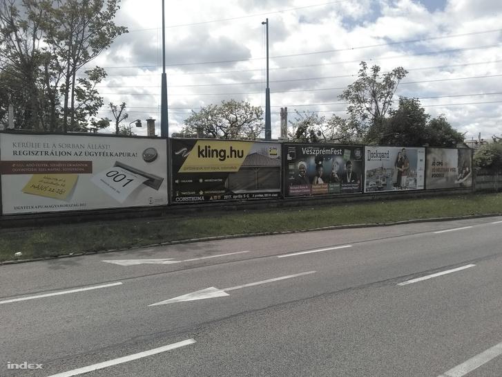 Eltűntek a brüsszelező plakátok a Gyömrői útról