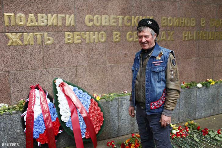 A berlini szovjet-emlékmű koszorúzása 2015-ben