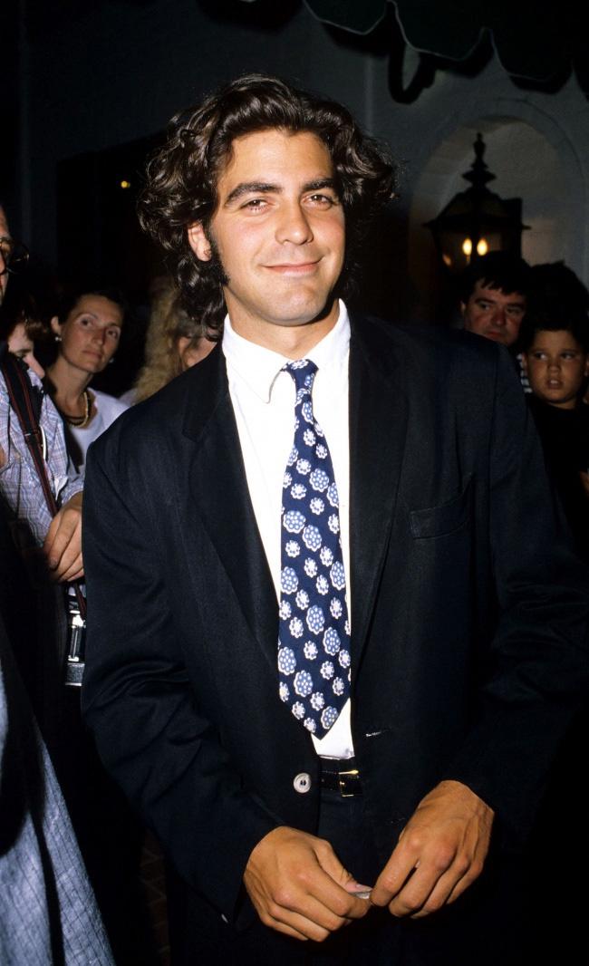 """1995-ben még George Clooney sem volt akkora sármőr, mint manapság. Idéznénk a Bridget Jones naplójából: """"Meggyőződésem, hogy a barkód méretét is át kellene gondolnod!"""""""