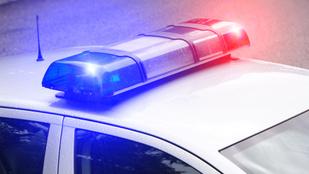 Awww! Két zuglói rendőr segített egy autóban vajúdó nőnek
