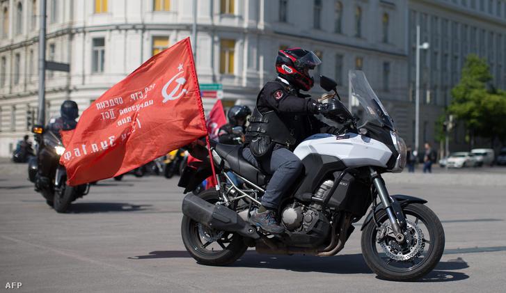 Az Éjjeli Farkasok egy motorosa Bécsben, 2016 májusában