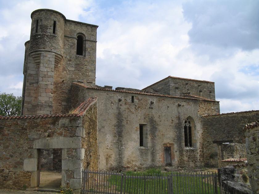 Ez volt a falu temploma, ahol az asszonyok és gyermekeik odavesztek.