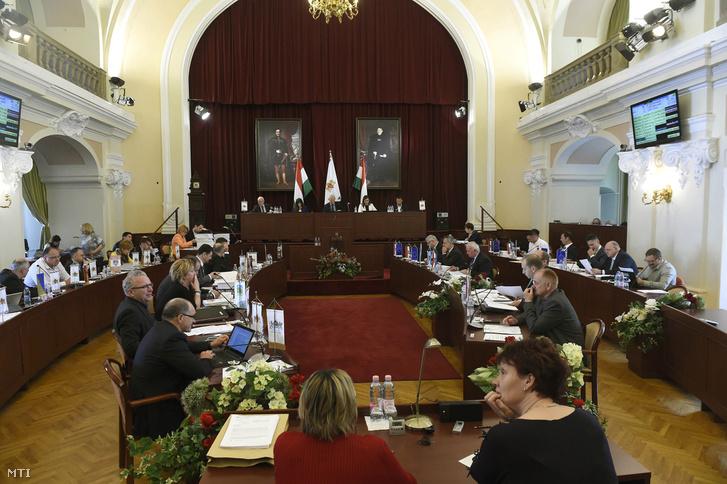 A Fővárosi Közgyűlés ülése a Városházán 2017. május 10-én.
