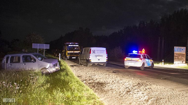 frontálisan ütközött egy Suzuki és egy Opel a 4-es főúton.