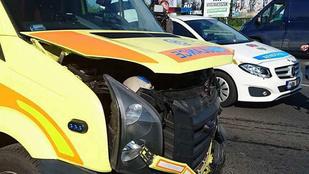 Két mentő megsérült balesetben a XVI. kerületben